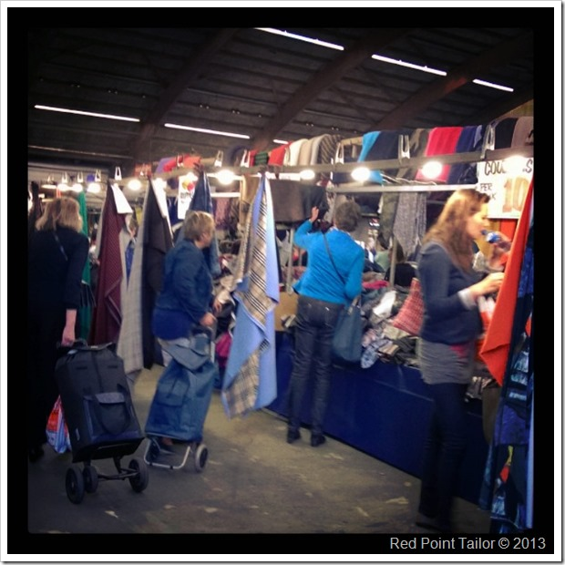 wandering between stands at the fabric market – Stoffenspektakel in Zwolle