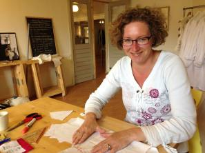 Bij Saskia atelier  Jolanda Lootens-Berg working on the projects